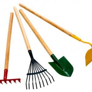 Веники, метлы, грабли, лопаты и др. инвентарь